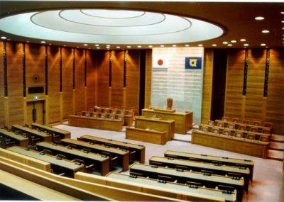 徳島県議会 本会議場-561x400
